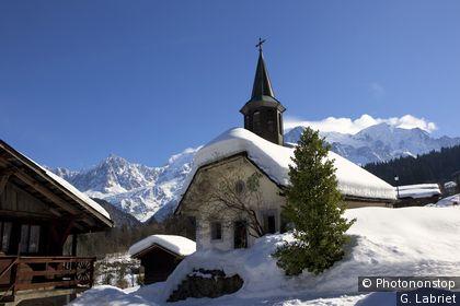 Chapelle de montagne dans un hameau, massif du Mont Blanc