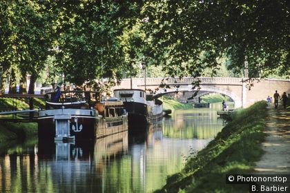 Toulouse, péniches amarrées sur le Canal du Midi