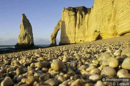 Falaises d'Etretat, la Manneporte, aiguille et falaise d'Aval