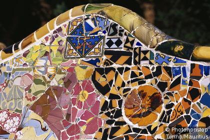 Détail du banc en mosaïque du parc Güell