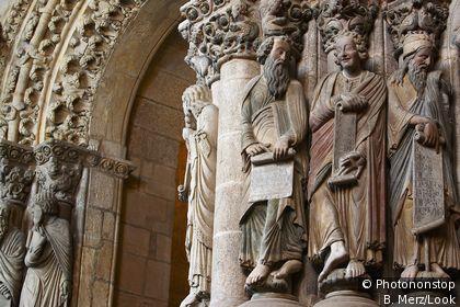 Sculptures de la façade  de la cathédral de Saint Jacques de Compostelle