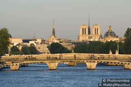 Vista di Notre-Dame e dei ponti sulla Senna