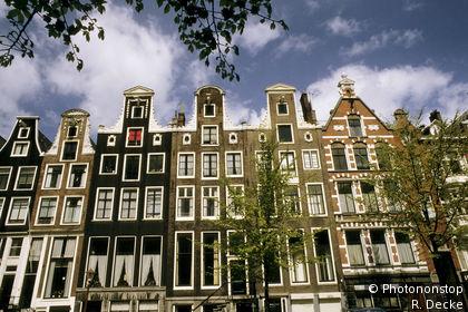 Façades à pignons typiques au bord du Herengracht