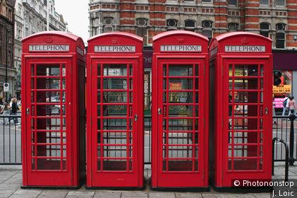 Tottenham Court Road, cabines de téléphone sur Oxford Street