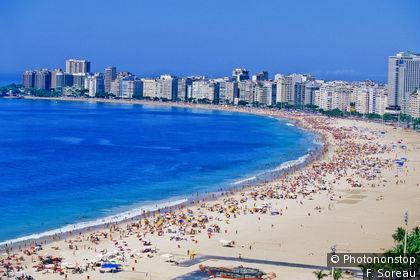Foule sur la plage de Copacabana