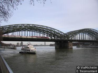 Le pont Hohenzollern est le chemin de fer le plus fréquenté du monde !