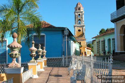 Cuba, Trinidad, Plaza Mayor et église Santa Ana