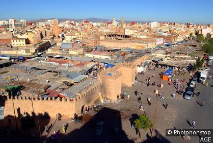 Maroc, Oujda, entrée du souk