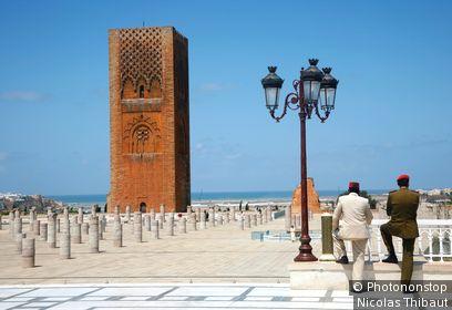 Maroc, Rabat, vestiges de la mosquée Yacoub El Mansour et tour Hassan vues du mausolée de Mohammed V