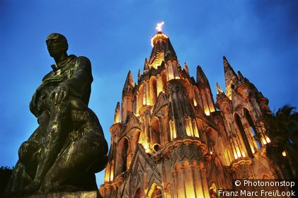 Church, Parroquia de S. Miguel Arcangel and statue at night, San Miguel de Allende, Mexico