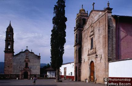 Santa Clara Del Cobre village plaza