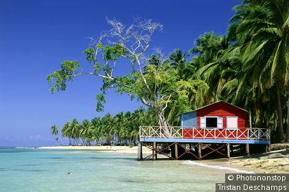 République Dominicaine, plage Punta Bonita, maison sur pilotis au bord de mer