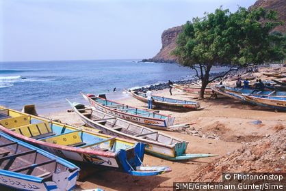 Senegal / Dakar / Fishing boats on the beach near Cap Vert