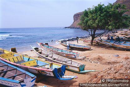 Senegal / Dakar / Fishing boats on the beach near Cap Vert