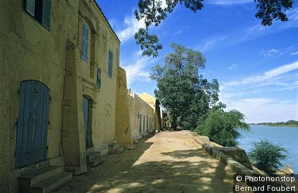 Sénégal, Podor, maisons au bord du fleuve Sénégal