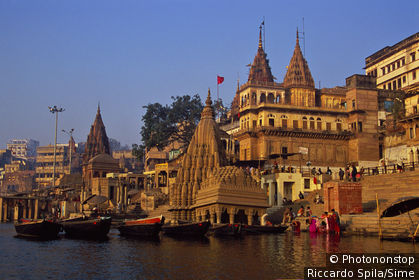 The Scindia ghat area of Varanasi. with its collapsed temple.