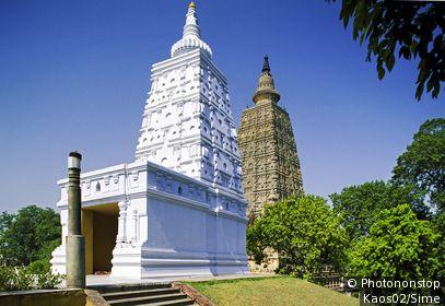 Inde, Bihar, Bodh Gaya - Mahabodhi Temple, the Animesh Lochana and the temple