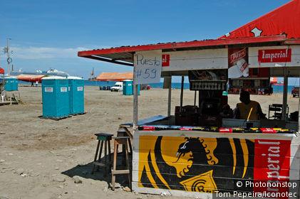 Costa Rica, Puerto Limon, pendant le carnaval, bar de plage
