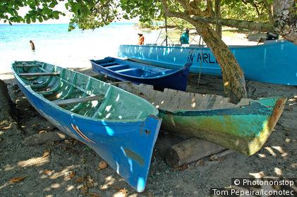 Costa Rica, côte caraïbes, Puerto Viejo, bateaux de pêcheurs