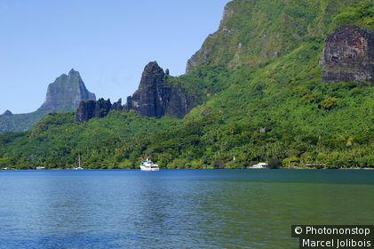 Polynésie, Mooréa, paquebot dans la rade