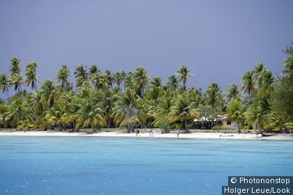 People on the beach at Fakarava Atoll, Fakarava, The Tuamotus, French Polynesia