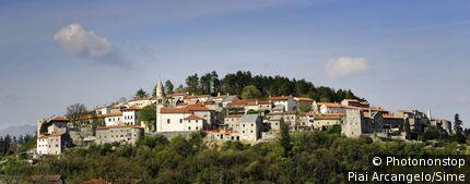 Slovénie, Gori?ka, Zone Méditerranéenne - Stanjel village
