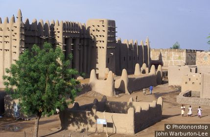 Mali;D'jenne - The Grand Mosque the largest mud building in Africa is a fine example of Islamic architecture. Built in neo-Sudanese style, it was renovated by the French in 1907. Designated a UNESCO World Heritage Site in 1988
