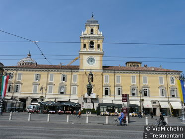 Pour prendre  le pouls de la cité et observer ses habitants, pas d'hésitation : attablez-vous au Gran Caffè Orientale, piazza Garibaldi !