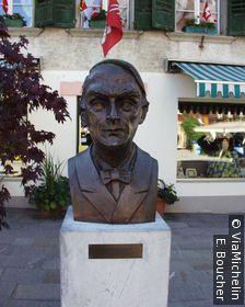 Buste de Yehudi Menuhin qui organisa de nombreux concerts de musique de chambre dans l'église de Saanen