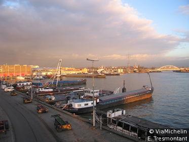 Le port d'Anvers est le deuxième d'Europe.