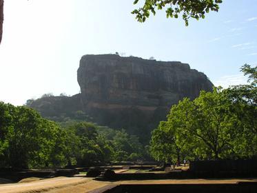 la citadelle du rocher vu des jardins