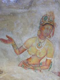 Les Demoiselles, fresques peintures sur la roche, à mi-hauteur