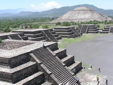Vue de la pyramide de la Lune