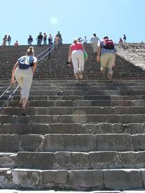 grimpette vers le sommet de la pyramide du Soleil