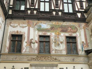 Détail de la façade du château de Peles à Sinaia.
