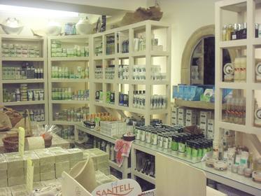 branch store: 8 Kalocheretou street