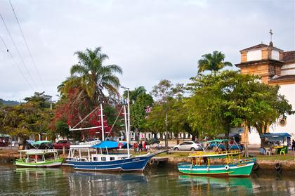 Perequeaçu river, Paraty city center