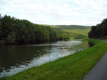 Montherné-La voie verte le long de la Meuse