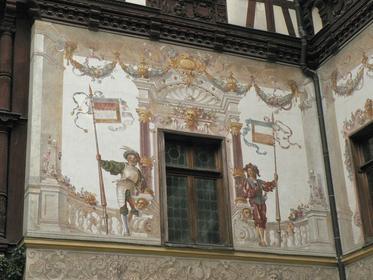 Détail de la façade du château de Peles