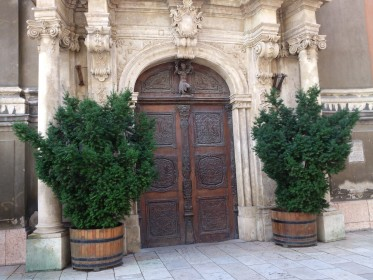 Egyeteni Templom (University Church) - nearby Egyetem tér - door carved in wood