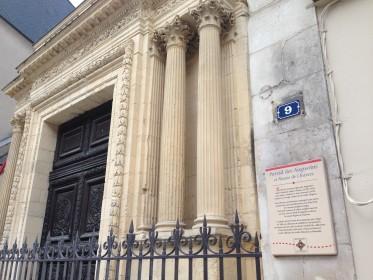 Plaque à l'entrée du musée