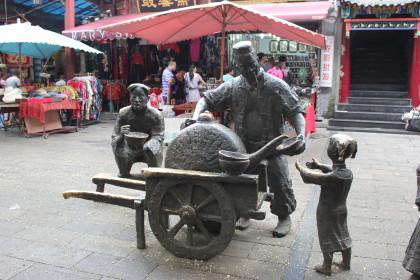Sculpture dans le quartier musulman