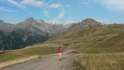 vue sur le massif des Écrins en arrière plan depuis le pied du Prorel