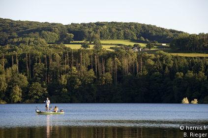 Lake Pannecière-Chaumard