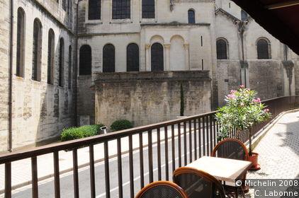 St-Front quarter