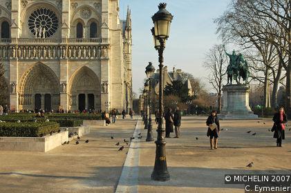 Place du Parvis-Notre-Dame