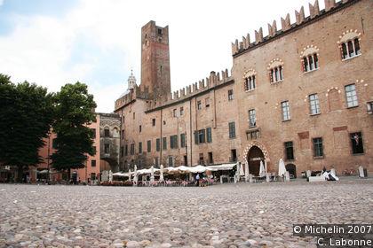 Piazza Sordello (Sordello square)