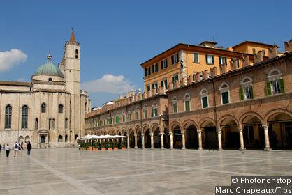 Piazza del Popolo (Place du Peuple)