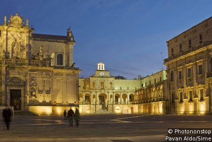 Cathedral Square (Piazza del Duomo)