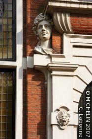 The House of Heads (Huis met de Hoofden)